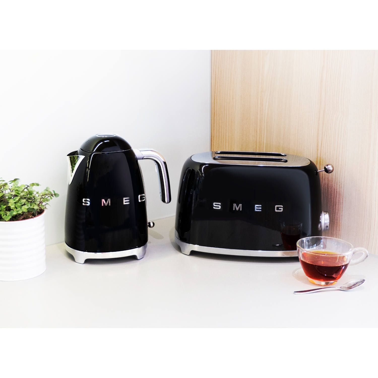 smeg tsf01bluk 2 slice toaster black herne bay domestics ltd. Black Bedroom Furniture Sets. Home Design Ideas