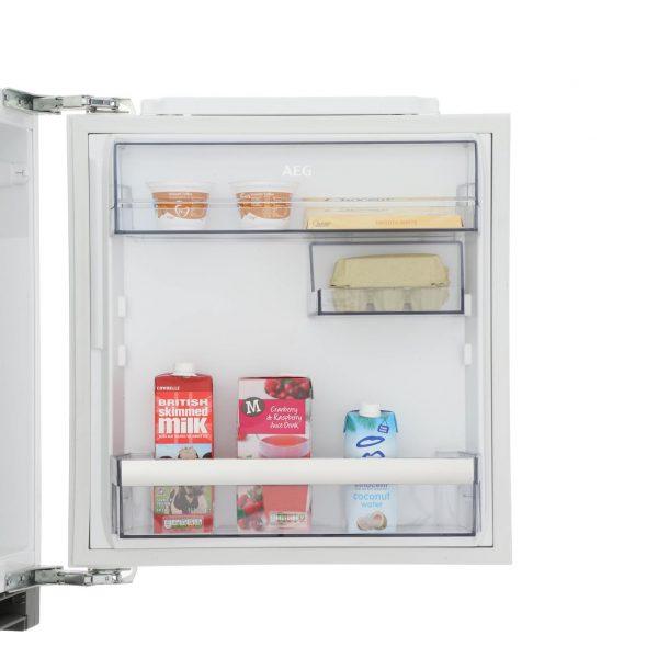 AEG SKB5821VAF shelves